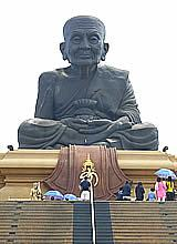 Luang Phor Thuat im Tempel Huai Mongkhon