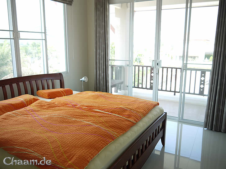 Luxus ferienhaus in cha am mieten mit privatem pool - Panoramabild schlafzimmer ...