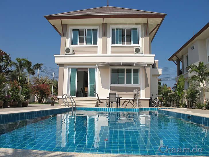 pool villa in cha am mieten luxus haus mit jacuzzi. Black Bedroom Furniture Sets. Home Design Ideas